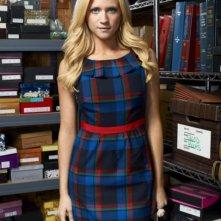 Brittany Snow è Jenna Backstrom in una immagine promozionale della serie Harry's Law