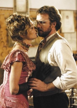 Francesca Cavallin e Danilo Brugia in una scena della serie Rossella