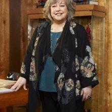 Kathy Bates è Harrriet Korn in una immagine promozionale della serie Harry's Law