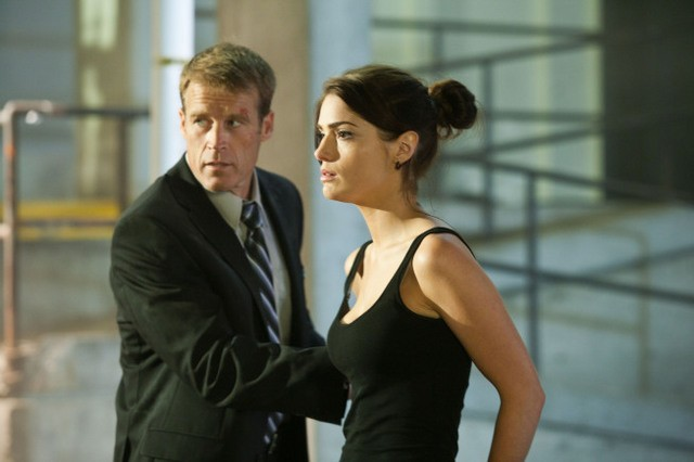 Mark Valley E Janet Montgomery Nell Episodio Taking Ames Di Human Target 188548