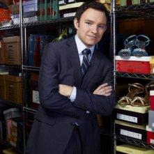 Nathan Corddry è Adam Branch in una immagine promozionale della serie Harry's Law