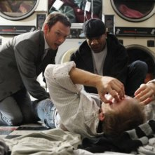 Nathan Corddry in una scena del pilot della serie Harry's Law