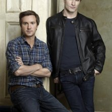Sam Huntington e Sam Witwer in una foto promozionale di Being Human
