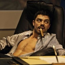 Dominic Cooper in una sequenza di Devil's Double