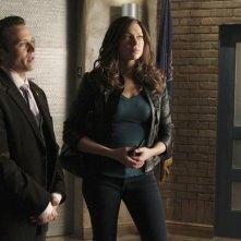 Laura Prepon e Seamus Dever nell'episodio Nikki Heat in Castle