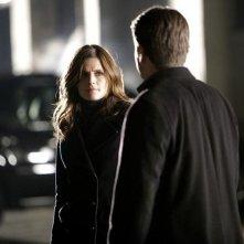 Stana Katic e Nathan Fillion in una scena dell'episodio Knockdown di Castle