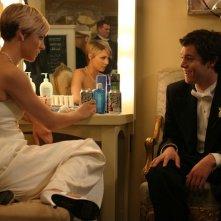Samaire Armstrong e Adam Brody nell'episodio Il ballo di The O.C.