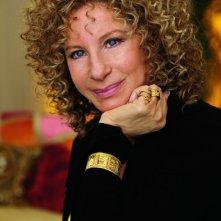 Barbra Streisand in un intenso primo piano dal film Vi presento i nostri