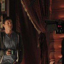 David Lyons in una scena dell'episodio Tarot di The Cape