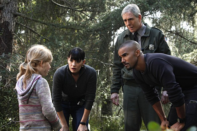 Emily Alyn Lind Paget Brewster Shemar Moore E John Laughlin Nell Episodio Into The Woods Di Criminal 189040