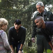 Emily Alyn Lind, Paget Brewster, Shemar Moore e John Laughlin nell'episodio Into The Woods di Criminal Minds