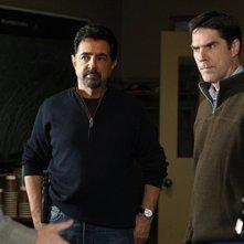 Joe Mantegna, Thomas Gibson e John Laughlin nell'episodio Into The Woods di Criminal Minds