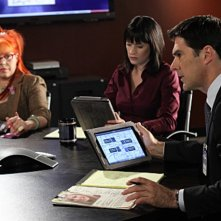 Kirsten Vangsness, Paget Brewster e Thomas Gibson nell'episodio Middle Man di Criminal Minds