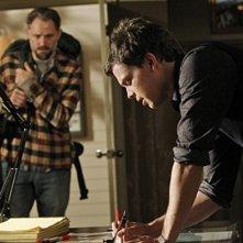 Matthew Gray Gubler e David Meunier nell'episodio Into The Woods di Criminal Minds
