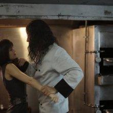 Raza Jaffrey e Summer Glau in una scena del pilot della serie The Cape
