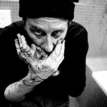 Un'immagine forte del film Kill Me Please di Olias Barco