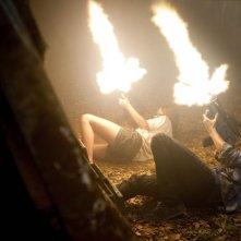 Allison Miller e Landon Liboiron sono Skye e Josh Shannon nella serie Terra Nova