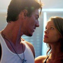 Eric Balfour e Scottie Thompson nel film Skyline