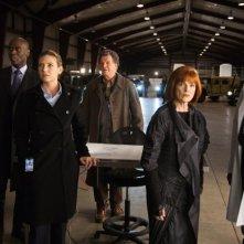 John Noble, Anna Torv, Lance Reddick, Blair Brown e Joshua Jackson in una scena dell'episodio Reciprocity di Fringe