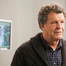 John Noble in una scena dell'episodio Reciprocity di Fringe