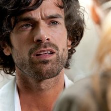 Romain Duris in una scena del film Heartbreaker