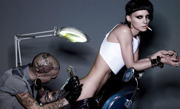 Ecco la prima immagine ufficiale di Rooney Mara nei panni di Lisbeth Salander in The Girl with the Dragon Tattoo