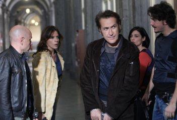 Rolando Ravello, Irene Ferri, Marco Giallini, Elaine Bonsangue e Gabriele Mainetti in un'immagine de La nuova squadra