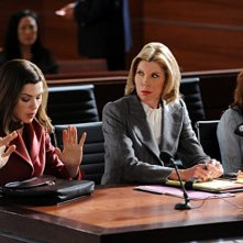 Julianna Margulies, Christine Baranski e Rachel Brosnahan nell'episodio Poisoned Pill di The Good Wife