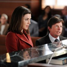 La guest star Michael J. Fox e Julianna Margulies in una scena dell'episodio Poisoned Pill di The Good Wife
