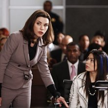 Miranda Cosgrove e Julianna Margulies nell'episodio Bad Girls di The Good Wife