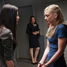 Miranda Cosgrove, Julianna Margulies ed Emily Kinney nell'episodio Bad Girls di The Good Wife