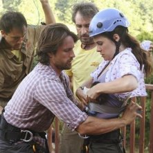 Caroline Dhavernas e Martin Henderson in un momento dell'episodio Saved by the Great White Hope di Off the Map