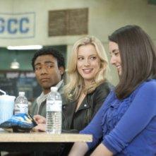 Donald Glover, Gillian Jacobs ed Alison Brie nell'episodio Asian Population Studies di Community