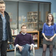 Joel McHale, Greg Cromer ed Alison Brie nell'episodio Asian Population Studies di Community