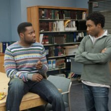 Malcolm-Jamal Warner e Donald Glover nell'episodio Asian Population Studies di Community