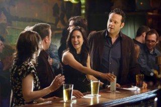 Vince Vaughn e Jennifer Connelly con Kevin James insieme e Winona Ryder (di spalle) ne Il Dilemma
