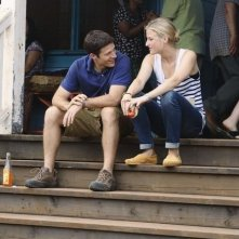 Zach Gilford e Mamie Gummer nell'episodio Smile. Don't Kill Anyone di Off the Map