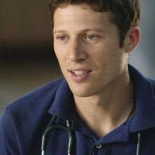 Zach Gilford in una scena dell'episodio Smile. Don't Kill Anyone di Off the Map