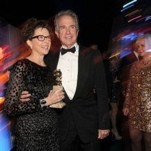 Annette Bening festeggia il suo Golden Globe per I ragazzi stanno bene con il marito Warren Beatty