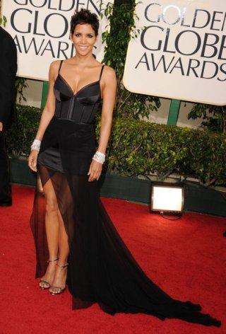 Golden Globes 2011, Halle Berry bellissima come sempre sul red carpet