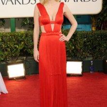 Golden Globes 2011: January Jones in rosso sul red carpet