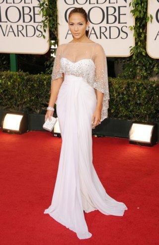 Golden Globes 2011, Jennifer Lopez fasciata in un abito bianco, sul tappeto rosso