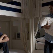 Luca Bizzarri e Raoul Bova in una scena del film Immaturi