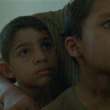 Un'immagine che ritrae la sofferenza dei bambini nel film La donna che canta