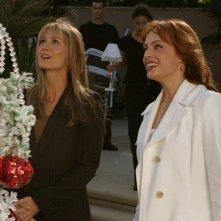 Kelly Rowan e Melinda Clarke nell'episodio La festa di tutti di The O.C.