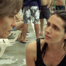 Lubna Azabal e Mélissa Désormeaux-Poulin in una scena del film La donna che canta