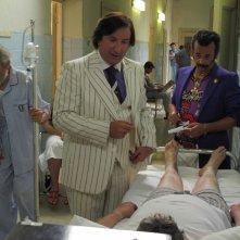 Nicola Rignanese e Antonio Albanese in una scena del film Qualunquemente