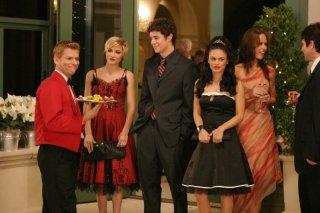 Samaire Armstrong, Adam Brody e Rachel Bilson nell'episodio La festa di tutti di The O.C.