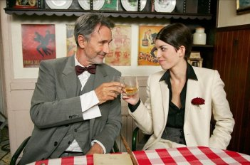 Thierry Lhermitte con Lou Doillon nel film Gigola