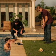 B. McKenzie si allena a golf in compagnia di A. Brody e P. Gallagher in: Sul campo da golf di The O.C.